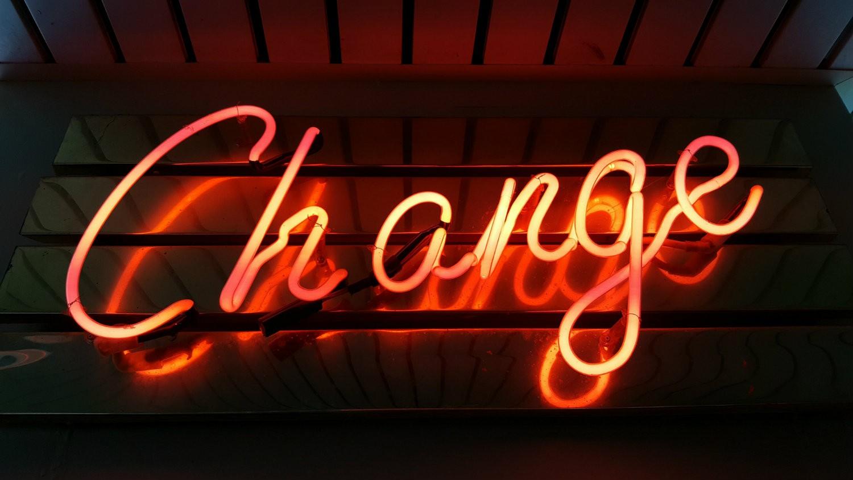 Neonowy świecący napis change